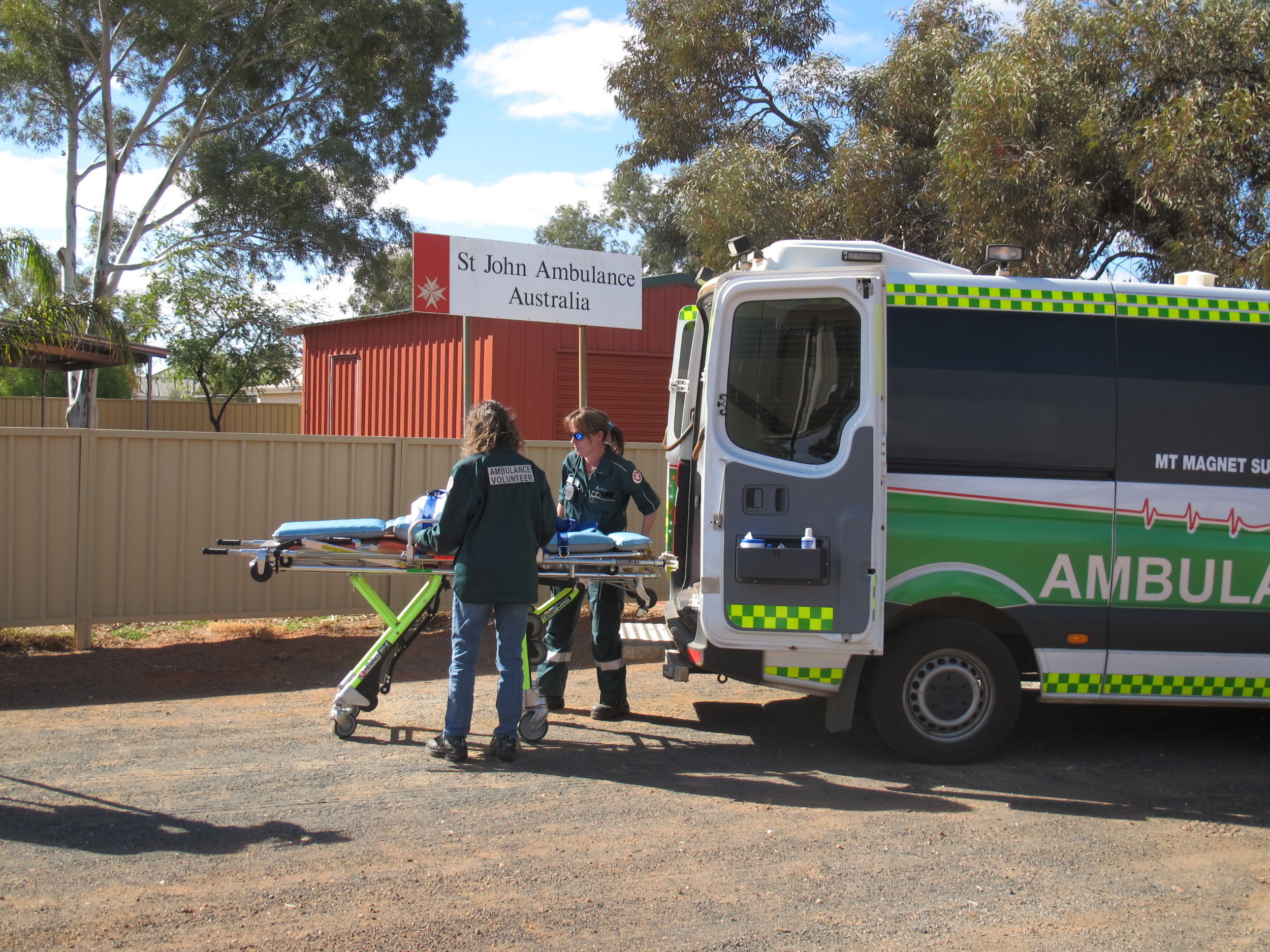 Ramelius Resources employees volunteering in the Mount Magnet community.