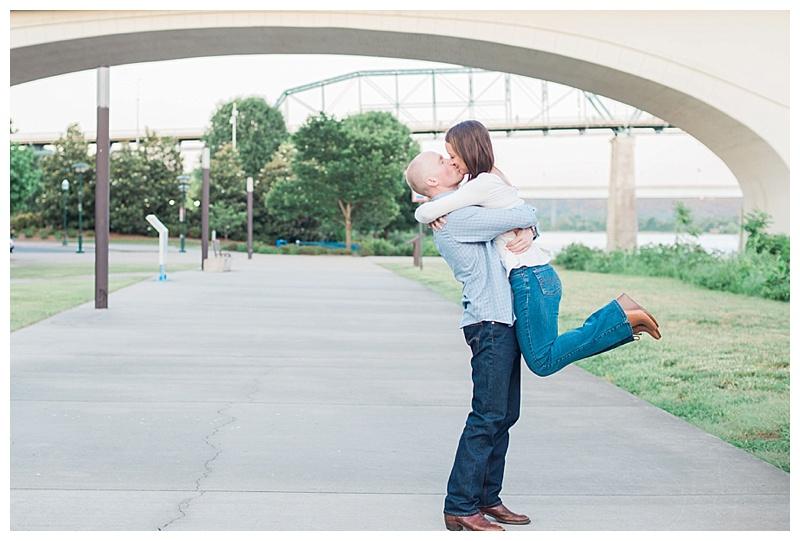 lift kiss under the bridge