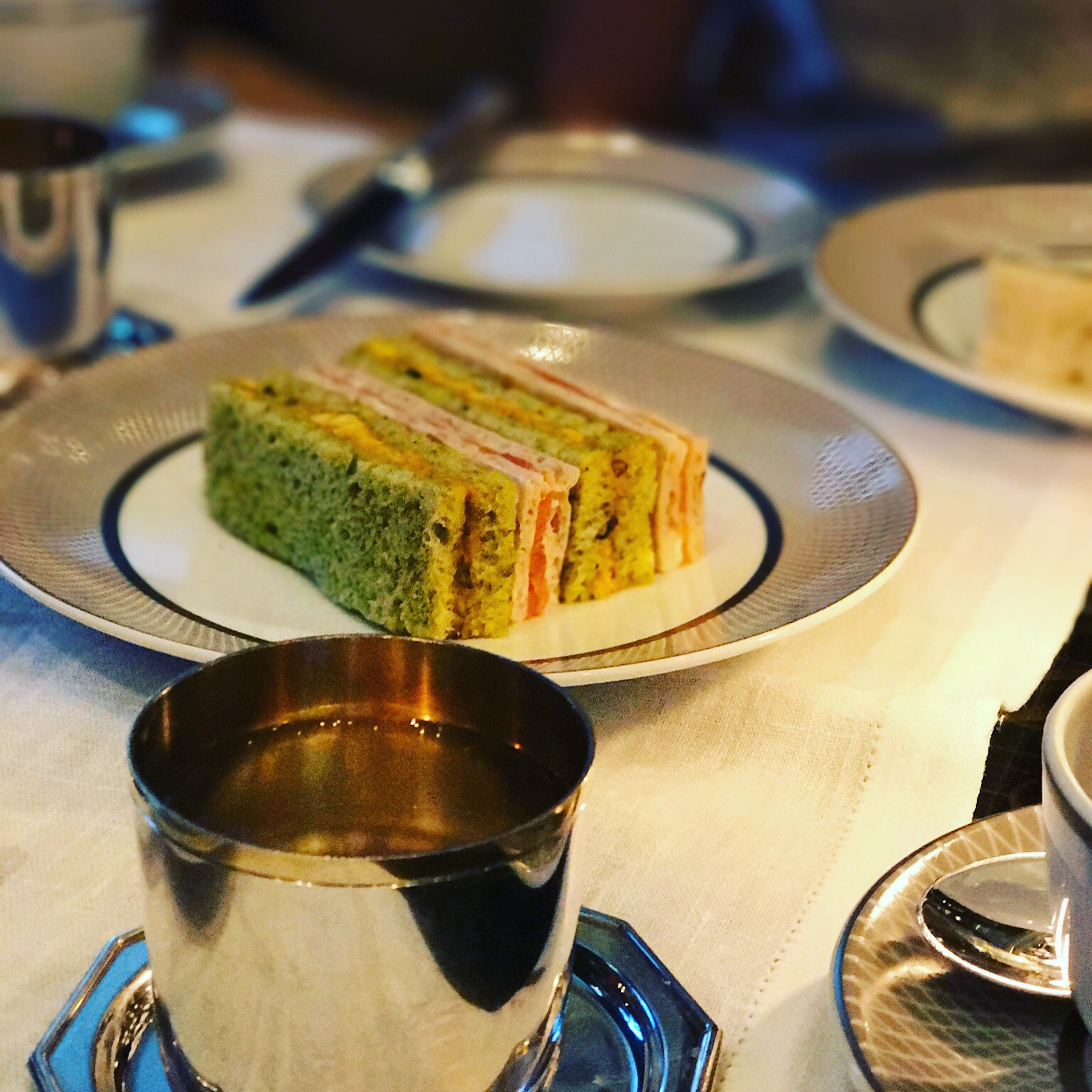 Title: Afternoon tea in The Mirror Room at Rosewood London  Byline:We felt like we were stepping into the set of a James Bond movie when visiting Rosewood London's famous Mirror Room for High Tea Society.  Link: https://highteasociety.com/reviews/afternoon-tea-mirror-room-rosewood-london/