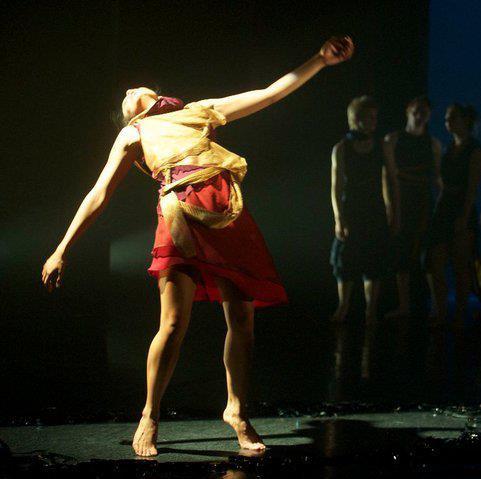 Image: Ashley de Prazer Phoenix, 2010. STEPS Youth Dance Company.