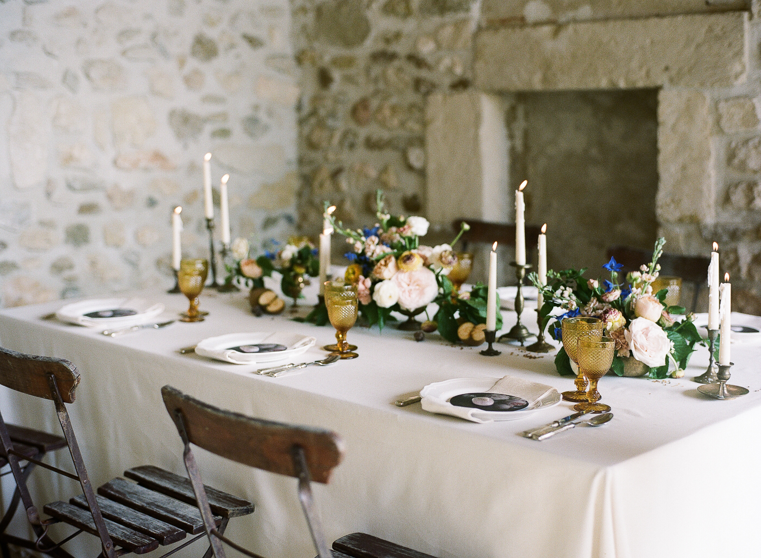 Simple table setting for intimate weddings in Provence