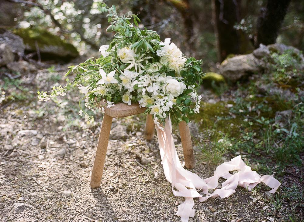 Ethereal wedding bouquet by Laetitia Fleurs d'Atelier ©Celine Chhuon