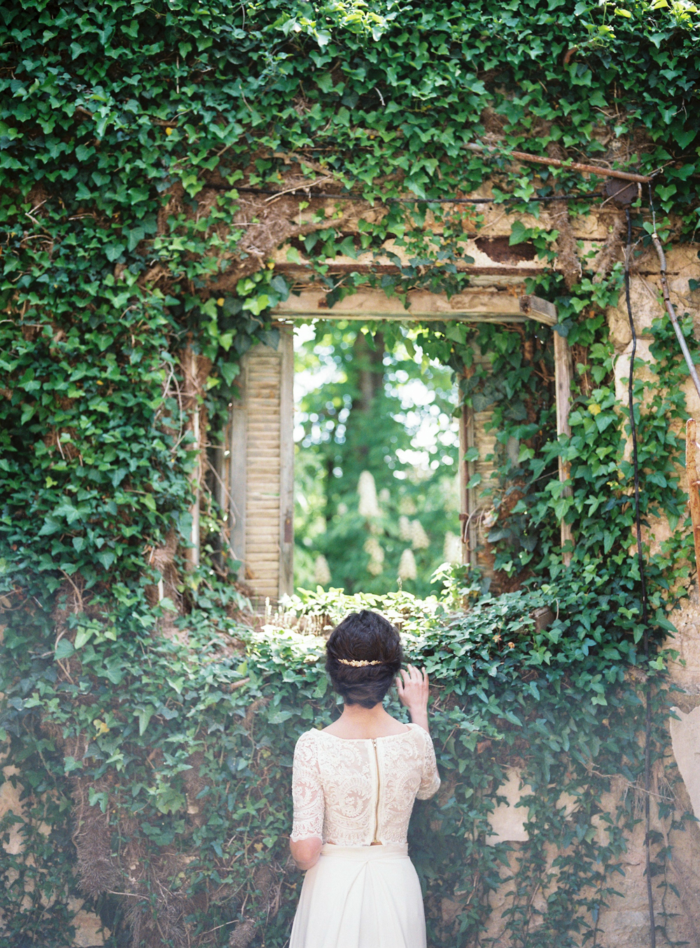 Dreamy abandoned place in Greece for weddings