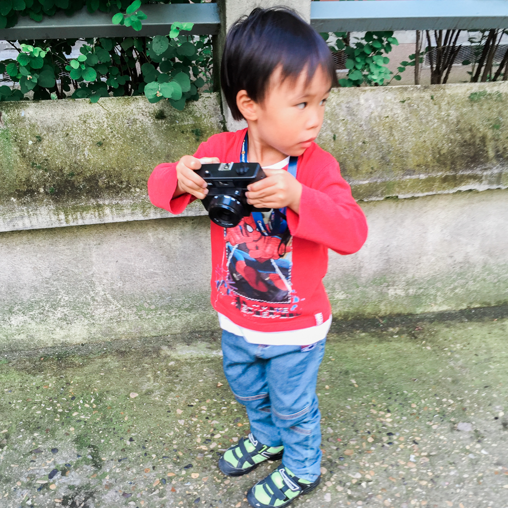Leo being a photoreporter