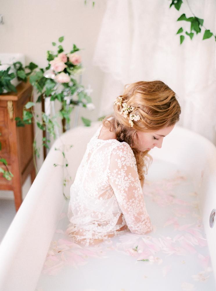 delicate-romantic-boudoir-session-celine-chhuon-violette-tannenbaum (11).jpg