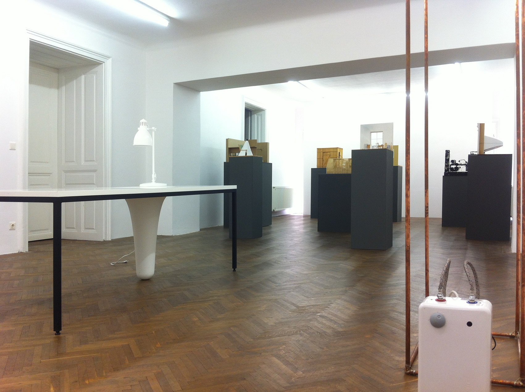 Projektraum Viktor Bucher, Ausstellungsansicht, Michael Schrattenthaler, Es gibt viel zu tun,  2014.