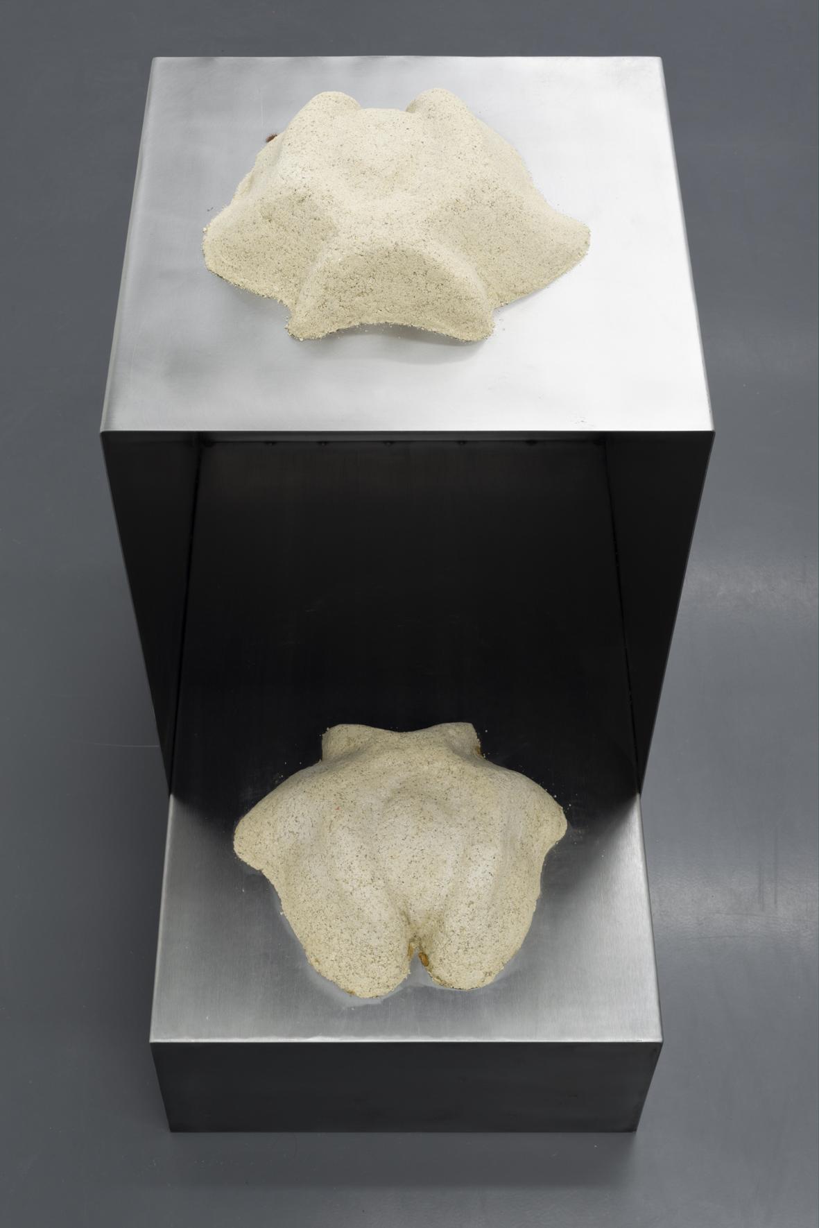 Lena Henke, Eure Frankfurter Küche, 2016, Metal, sand, silicone, fibreglass, epoxy resin, rubber, 70 x 70 x 45 cm, Courtesy: Galerie Emanuel Layr
