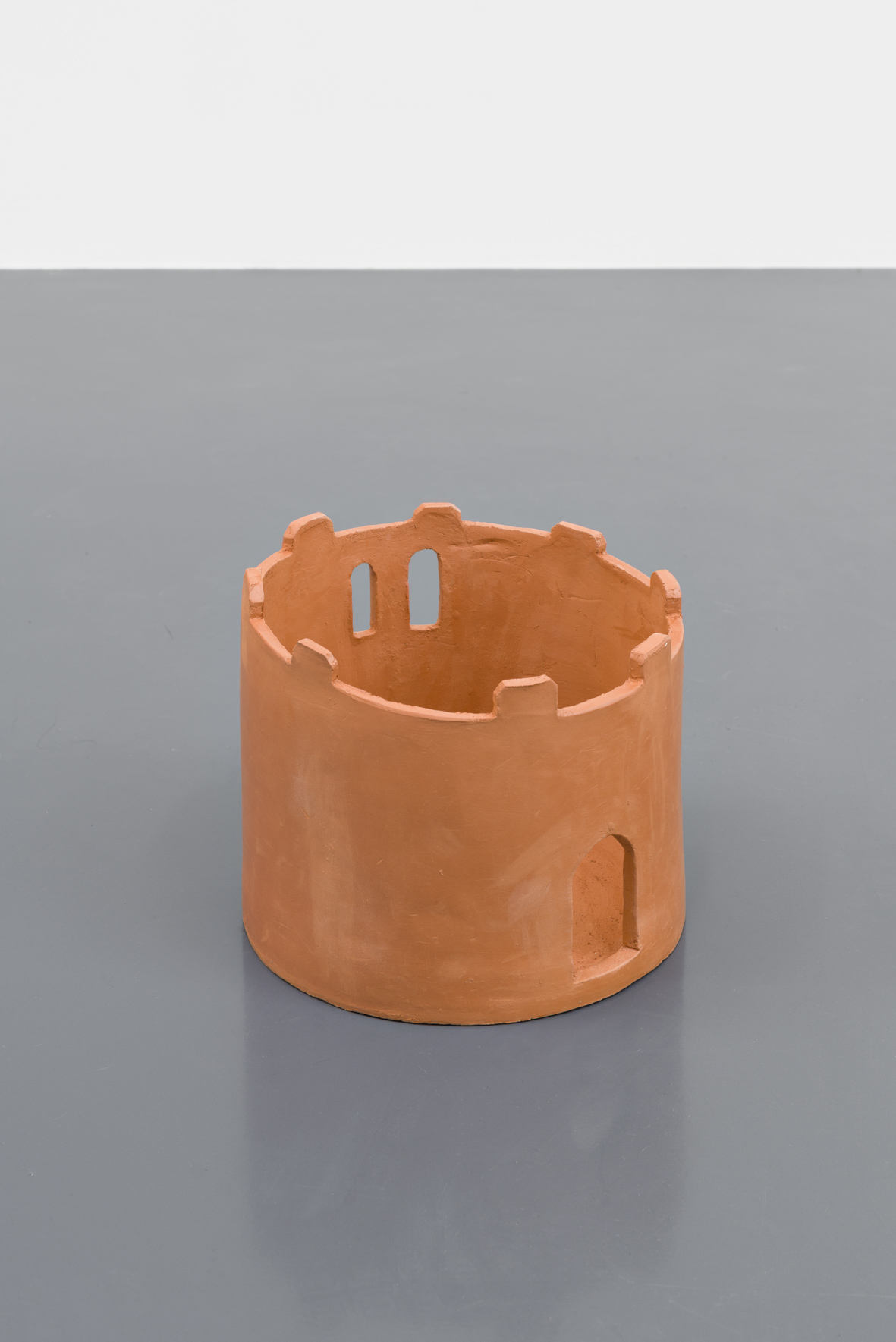 Lena Henke, The red tower, 2016, Ceramic, h=19.5, Ø22.4cm, Courtesy: Galerie Emanuel Layr