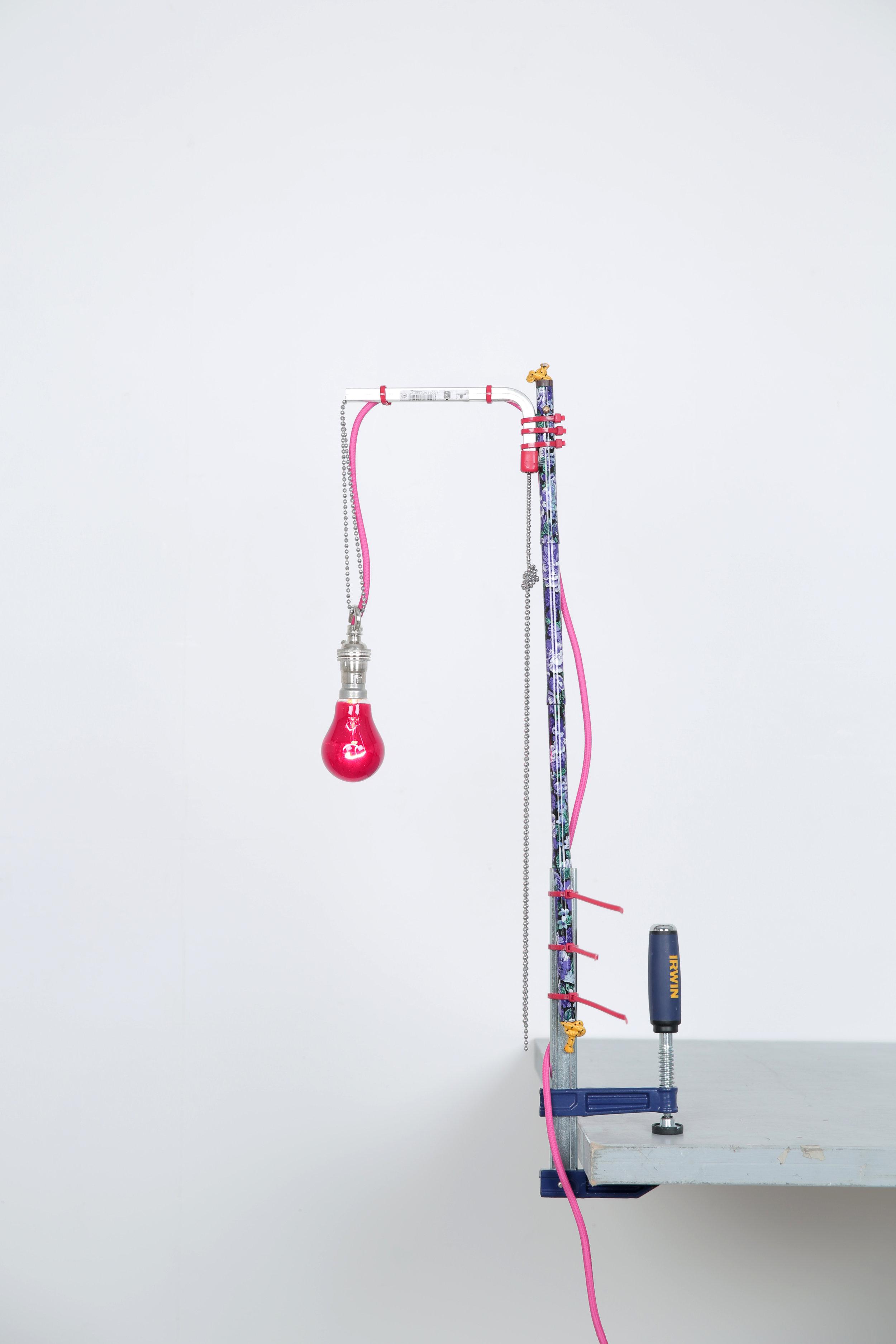 Ryan Gander,  A lamp made by the artist for his wife (Forty eighth attempt) , 2014, Alltagsgegenstände und –materialien, 10 x 75 x 44 cm, Courtesy: der Künstler & Annet Gelink Gallery, Amsterdam