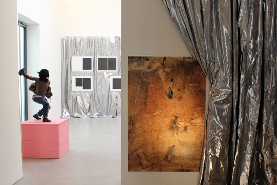 Exhibition View, Raum mit Licht, curated by_Ruth Noack, 2015, Photo: Tina Gverovic