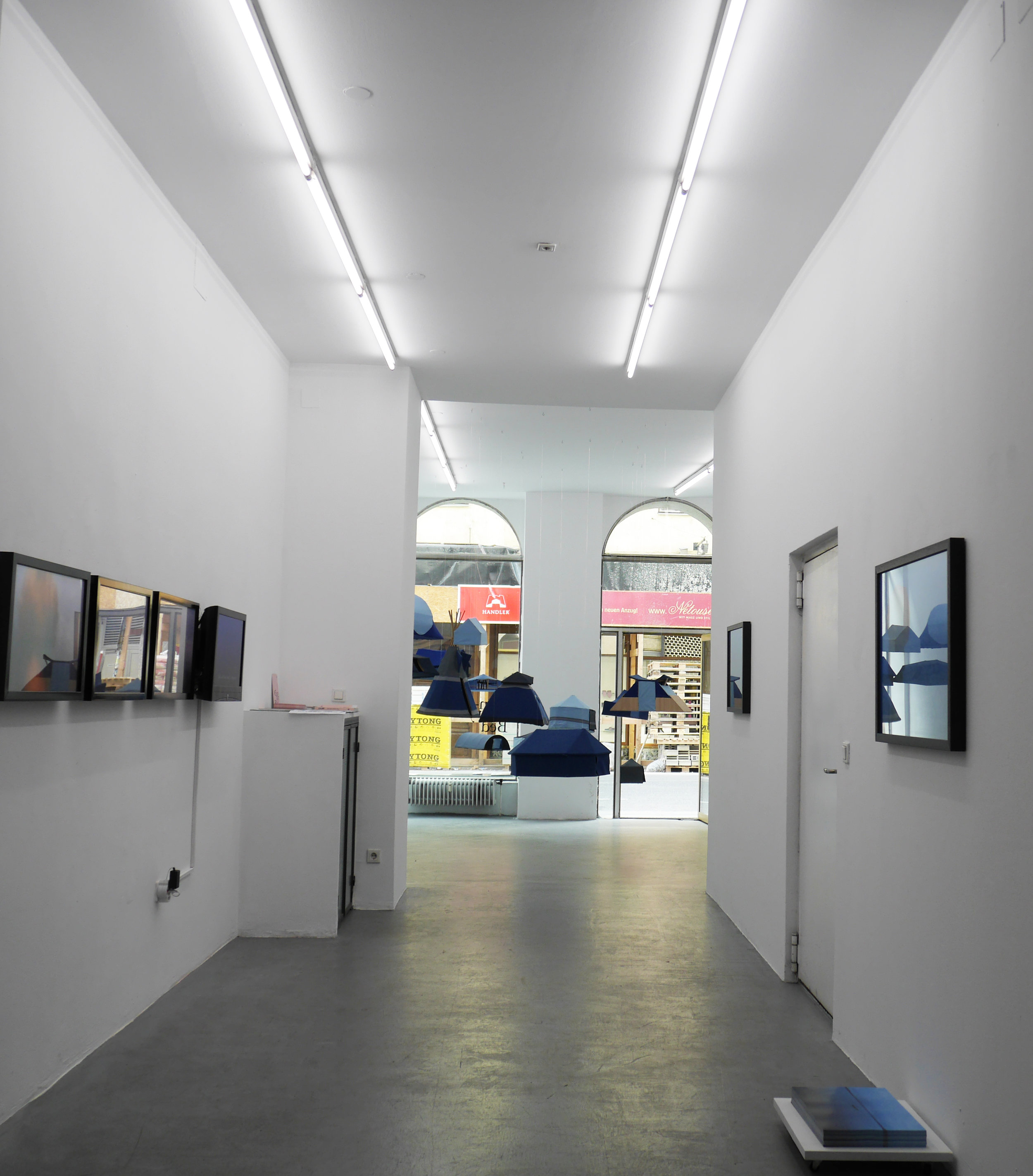 Exhibition View #underthestars, curated by_Maja & Reuben Fowkes, 2014, Courtesy: Galerie Knoll