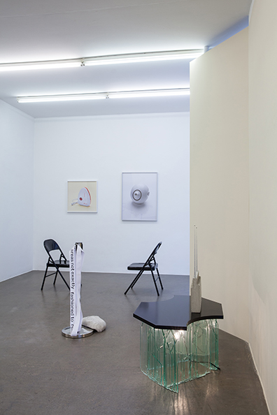 """Exhibition View """"Shimmering"""", curated by_Rike Frank, 2014, Galerie Krobath, Photo: Carolina Frank"""