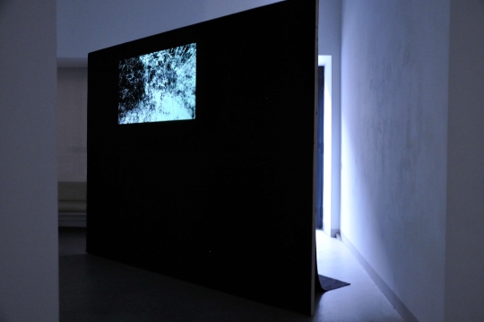 Exhibition View, Galerie Raum mit Licht, Volumes of Stone, curated by_Nav Haq, 2013, Photo: Amélie Chapalain