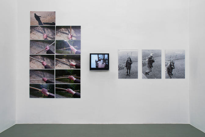 Exhibition View, Galerie Mezzanin, Actual, curated by_Ion Grigorescu, 2011, Photo: Galerie Meezzanin