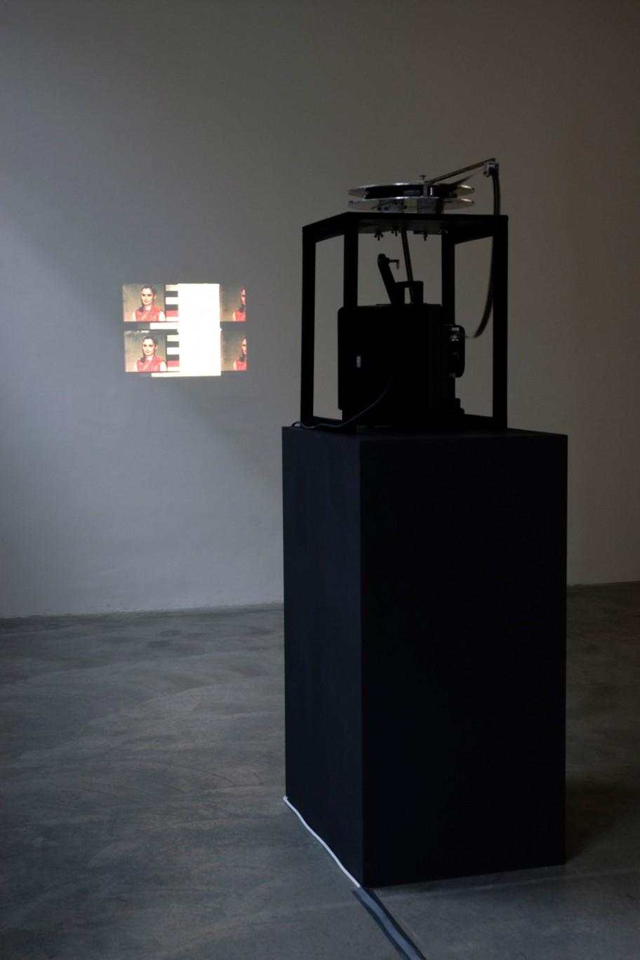 Exhibition View, Galerie Martin Janda, Blinzeln, curated by_Martin Arnold, 2011, Photo: Galerie Martin Janda