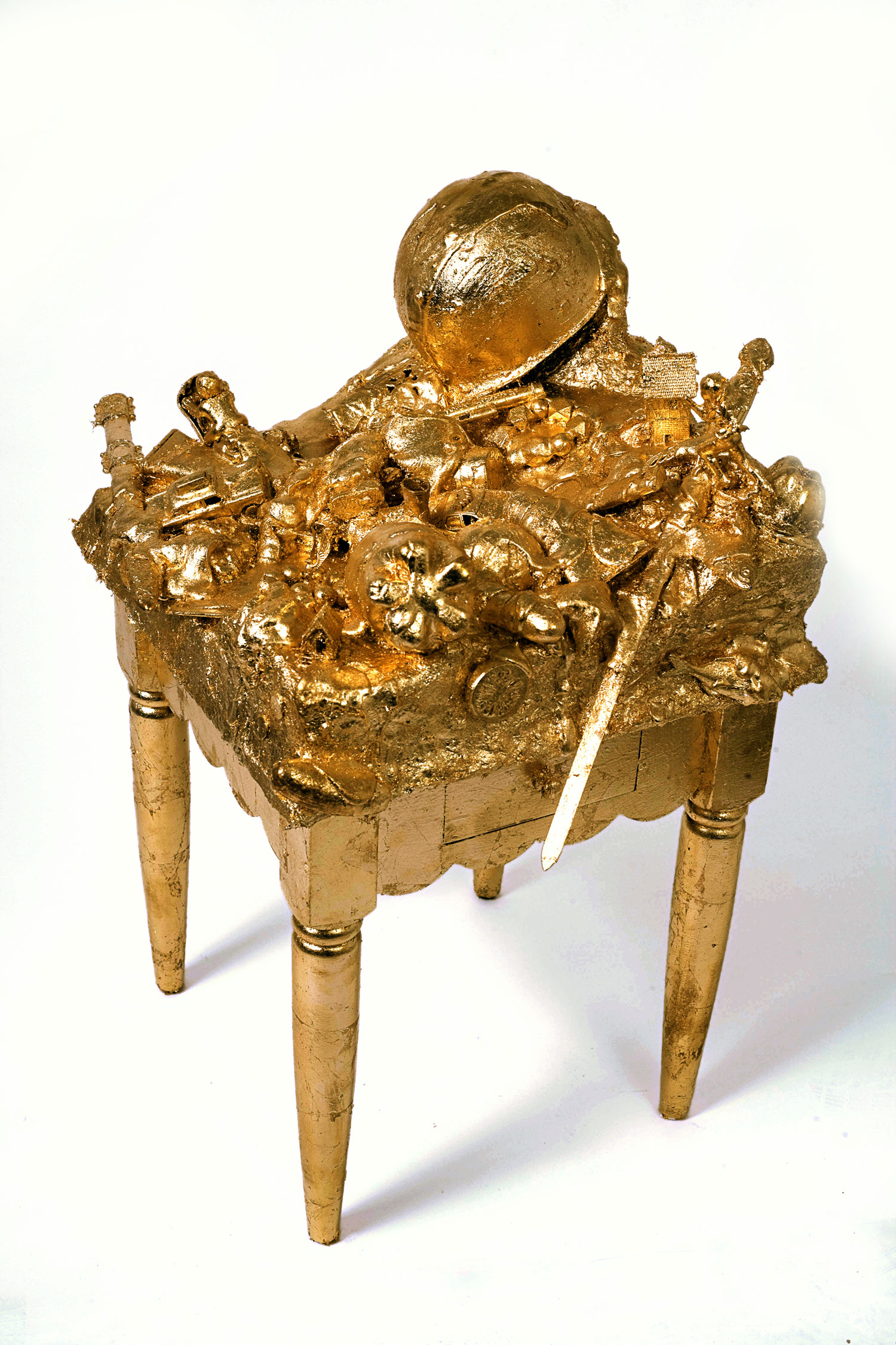 JOHN MILLER  VERLIEBT IN BERLIN, 2007 Gold leaf, plaster, paper maché, styrofoam, plastic objects on table 91.4 x 76.2 x 50.8 cm Courtesy of the artist and Galerie Barbara Weiss, Berlin