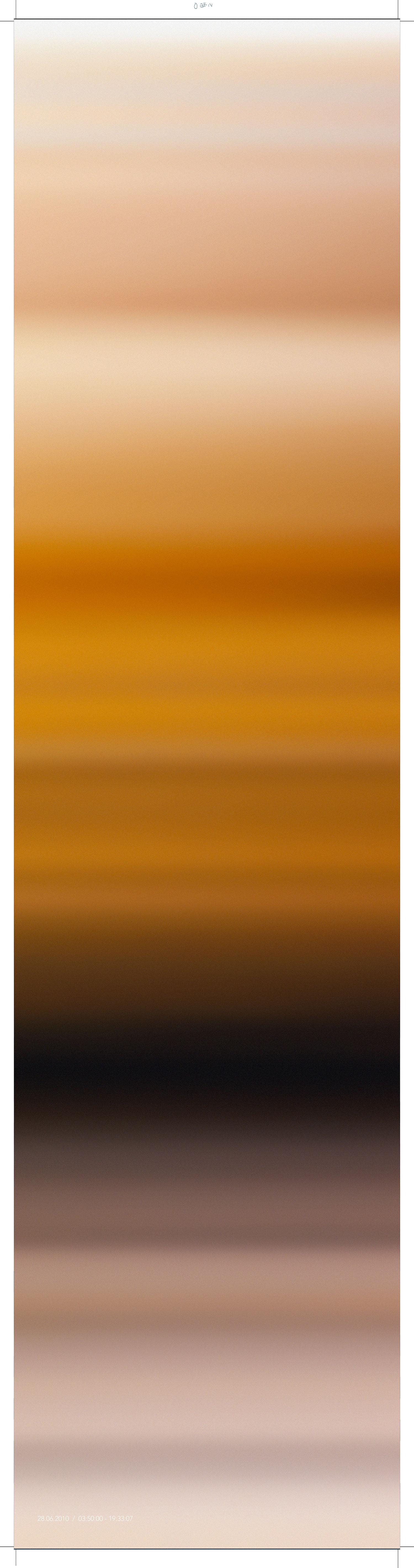 INGE DICK  BLAU, UNENDLICH, 28.6.2010 komplementär 2010 / 54 / 1 Fujicolor Crystal Archive auf Aluminium- Acrylglas, 180 x 45 cm  Photo: Inge Dick