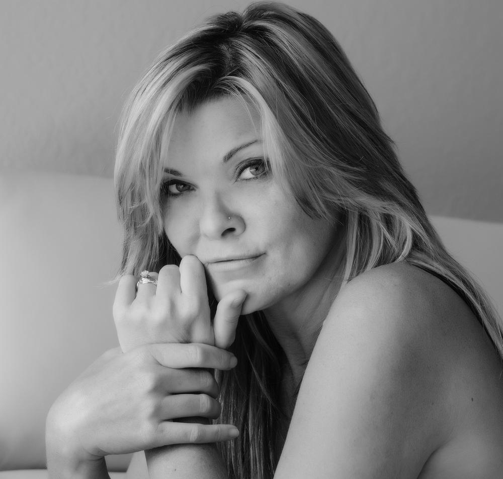 Laylonna L Hurley   CEO/Photographer   embracebeautymag@gmail.com