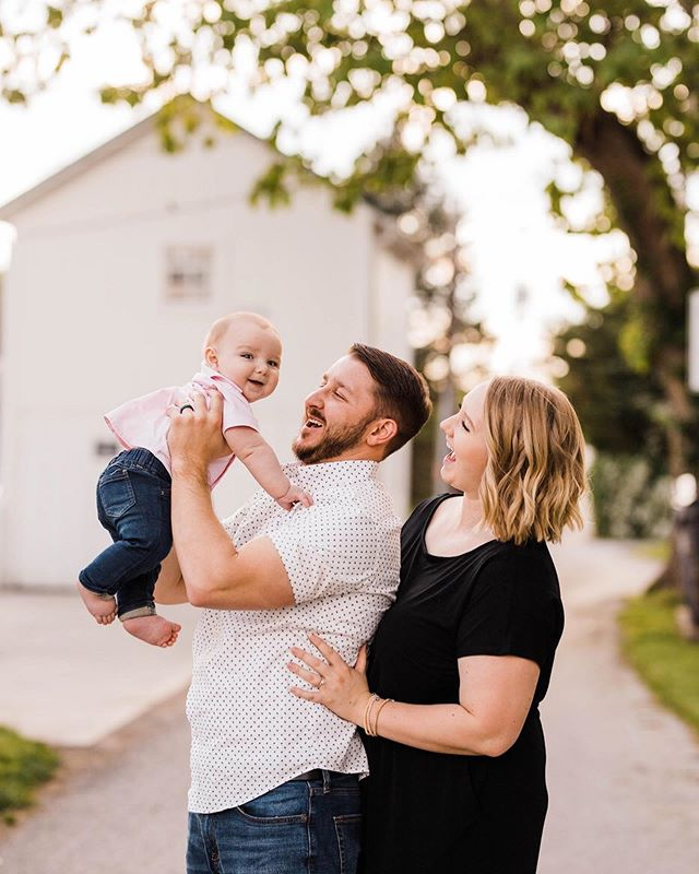 """SWIPE to see some before and afters➡️➡️➡️I've been meaning to get around to sharing some of this family session from a few weeks ago but my Instagram game has been slacking!!🙃We went into Downtown Canal Winchester for these and I couldn't have asked for a more beautiful evening!!!!😍If you wanna see more, be sure to click on the """"families"""" icon in my profile to see more of this adorable session!!⬆️ #byfaithfamilies"""
