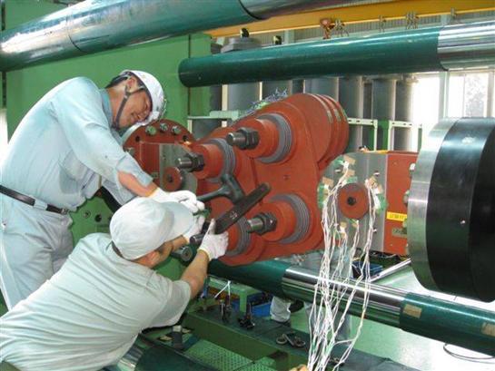Testing 2250 kN damper in Japan