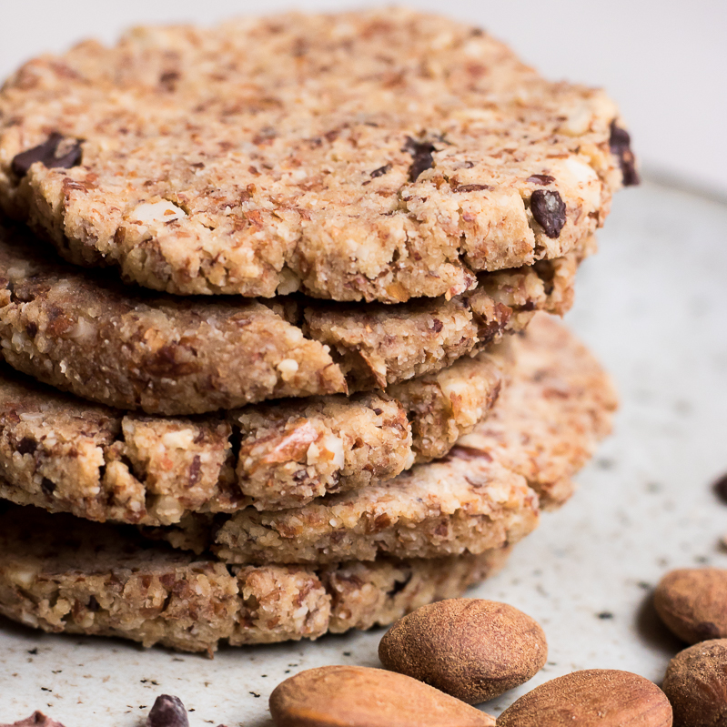 Almond pulp raw cookies
