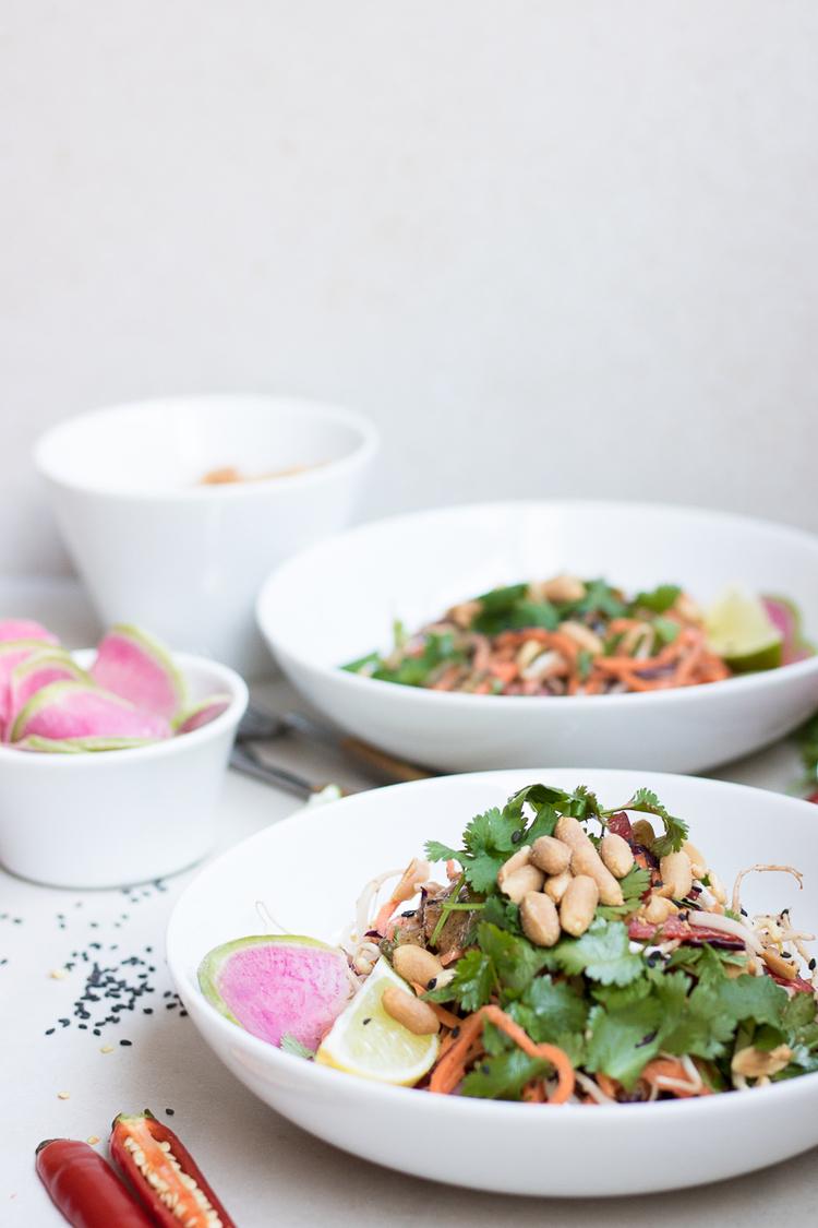 raw sötpotatis pad thai recept