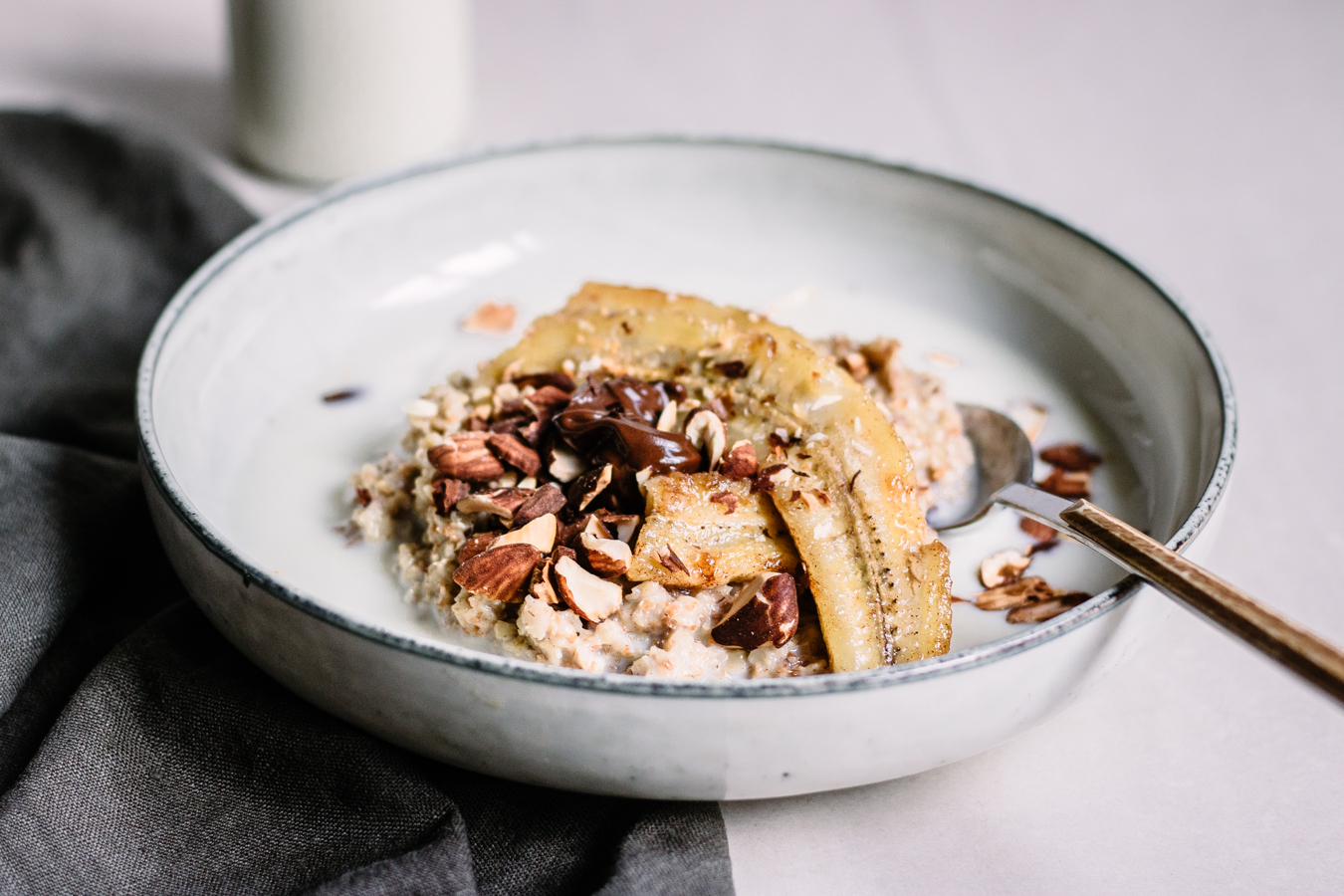 Banana split Oatmeal with roasted almonds