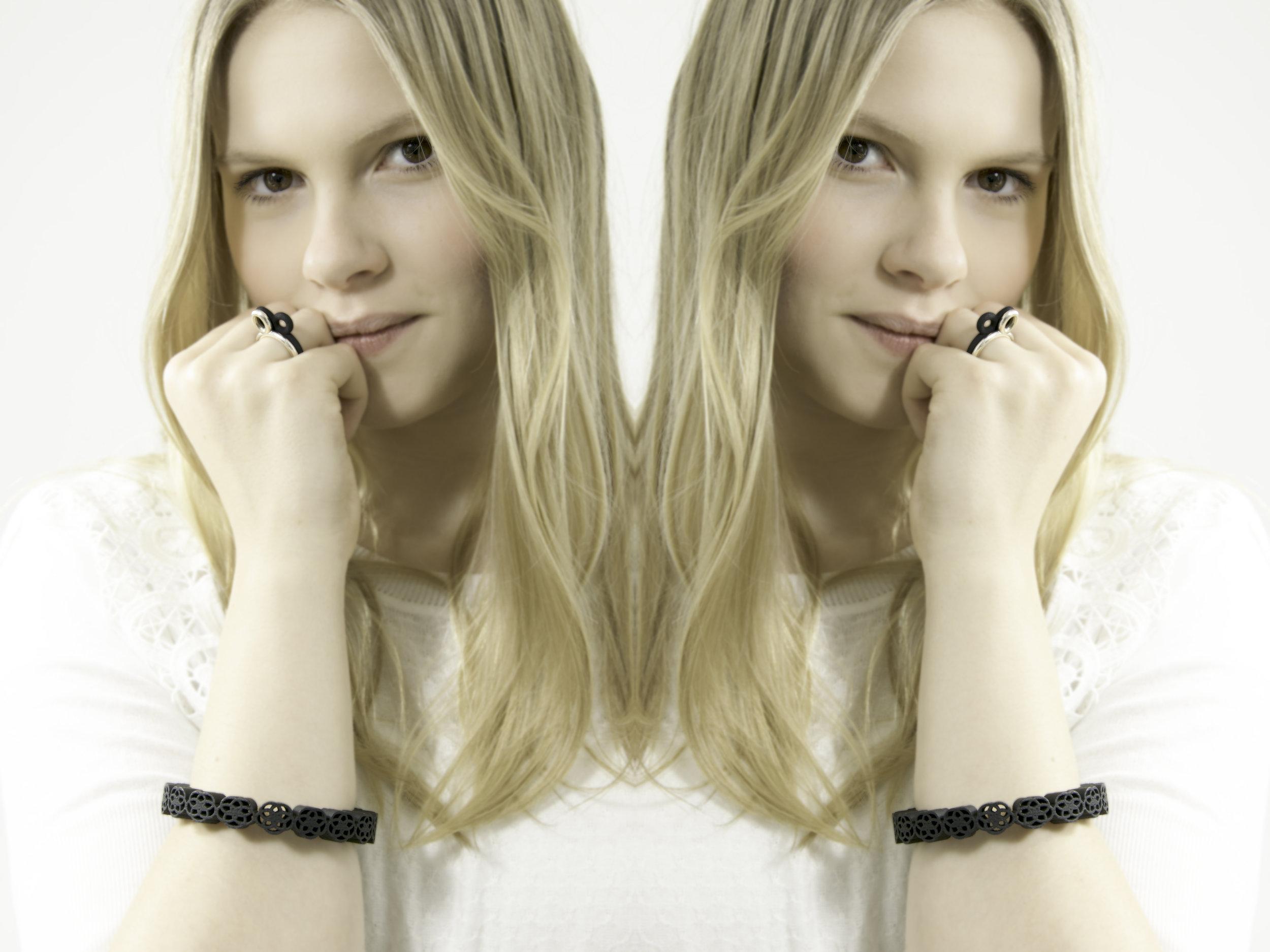 Bracelet small black-spiegel.jpg