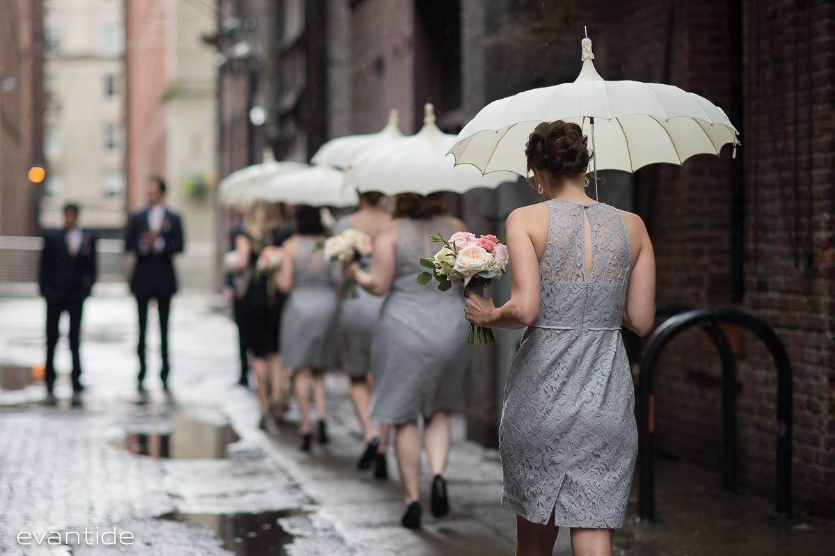 Seattle Wedding | Bella Umbrella | Evantide Photography