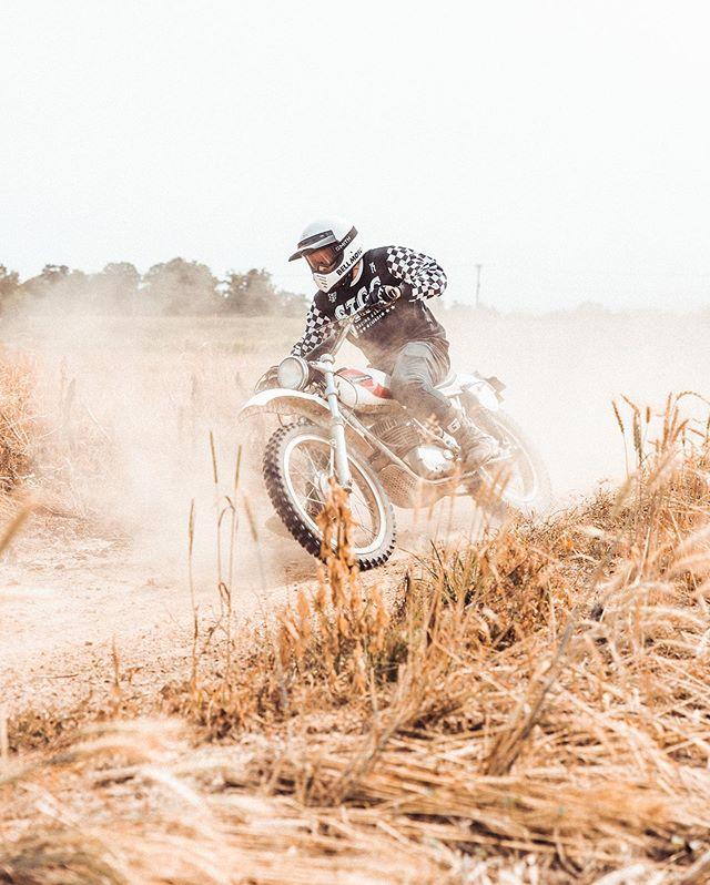 #Friday💨⠀ ⠀ ⠀ ⠀ #thecreatorclass #shotoncanon #igerscanada #canada #explorecanada #hamont #hamilton #1dxmkii #1dx #moto #vintagemoto #dirtbike #vintagedirtbike