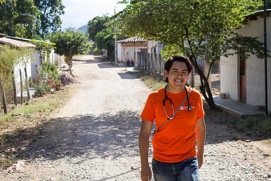 El Dr. Gerardo Murillo llegó a Reforma, Chiapas, el verano pasado para trabajar en una clínica pública apoyada por Partners In Health. (  Foto de Aaron Levenson / Compañeros en Salud)