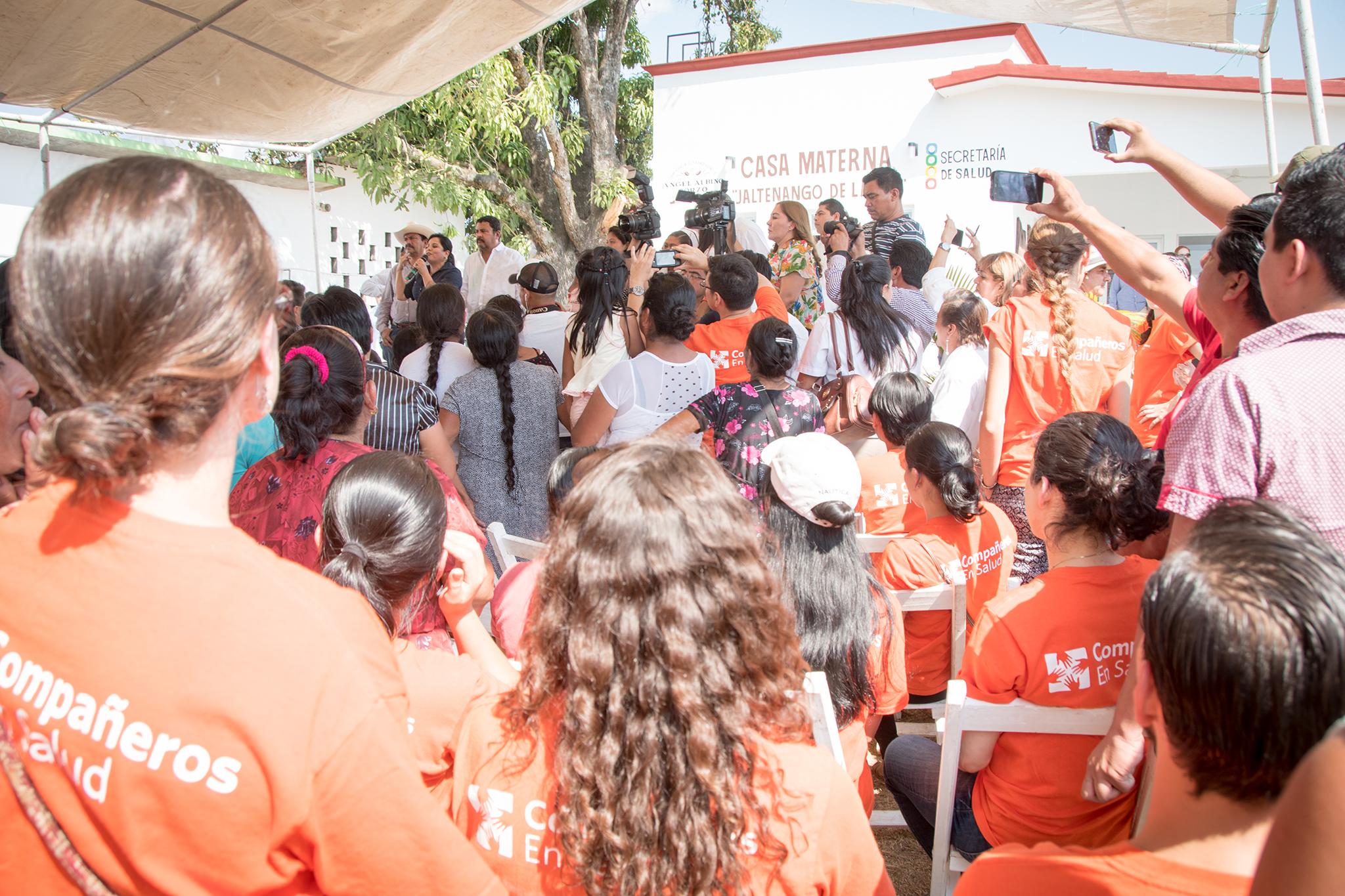 ¡La inauguración de la casa materna en Jaltenango de la Paz! Aquí, las mujeres de toda la región tienen acceso a un servicio público de atención obstétrica de alta calidad. El objetivo de brindar una atención segura, respetuosa y de calidad se ha logrado gracias a la colaboración entre el Hospital Básico Comunitario, las parteras tradicionales de la región y el equipo de salud materna de CES. En el año 2017, el equipo de salud materna de CES colaboró en la atención de más de 500 partos y brindó más de 3000 consultas obstétricas.
