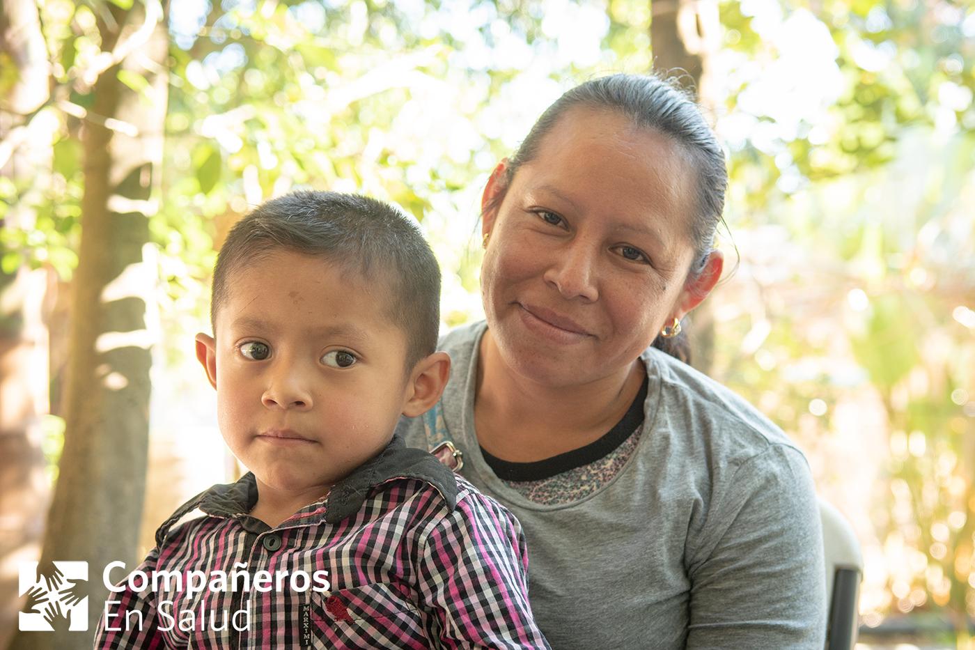 Ernesto con su madre, Doña Florinda