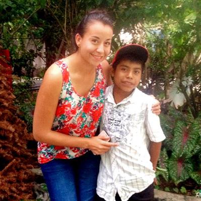 La Dra. Azucena Espinosa (izquierda) era una pasante en CES que trabajaba en Laguna del Cofre cuando diagnosticó a Meynor (derecha) con linfoma de Hodgkin ,  el cual ahora se encuentra en remisión gracias al cuidado del equipo.