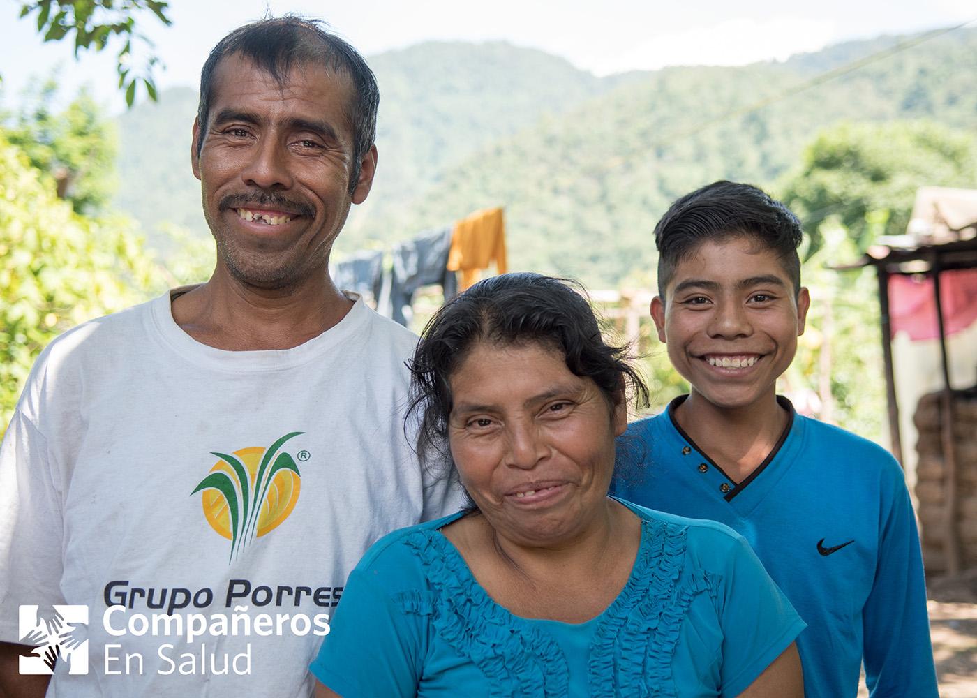 Meynor con su madre y padre