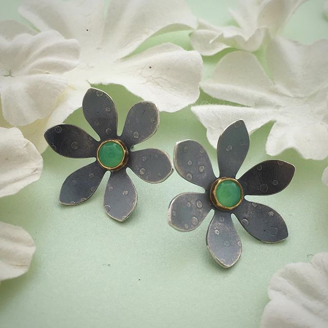 Polka Dot Pansies (ok, they're not really pansies, but they do have #polkadots)  #flowerearrings #chrysoprase #flowerjewelry #oxidizedsilver #handmade #handfabricatedjewelry #lagunabeachjewelry
