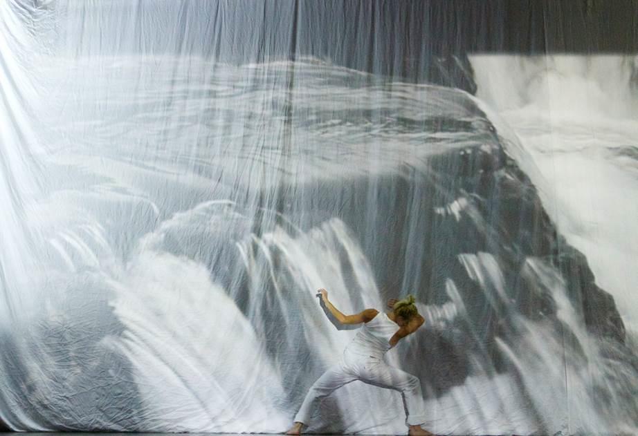 Repbild med Helene Karabuda urpremiären av  Man Must Dance. Foto:Leif Eriksson