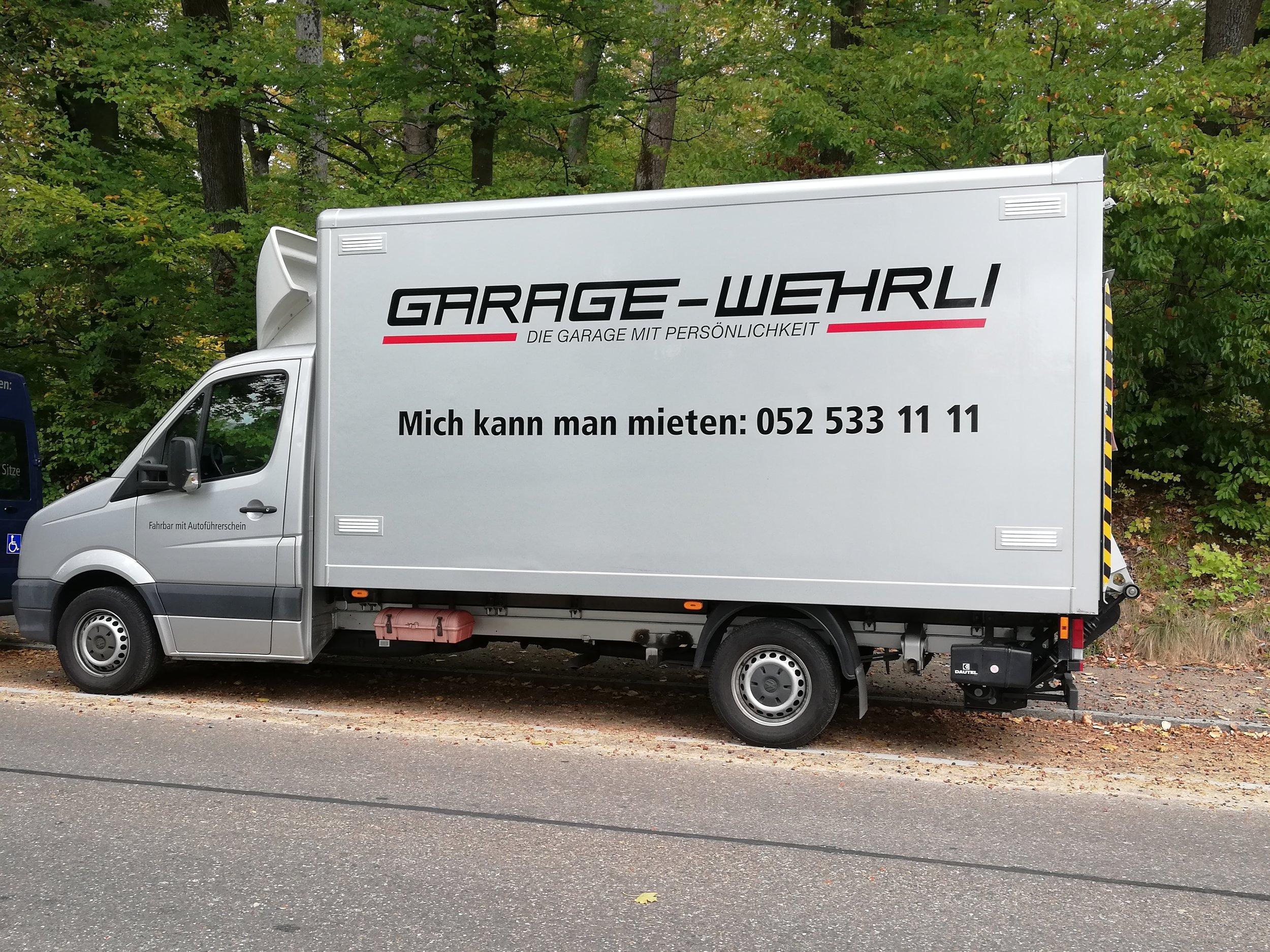 VW Crafter Truck   -  ideal für Umzüge  -  Hebebühne 750 kg Hubkraft  -  100 km frei, 1.-Fr pro weiterer km  -  fahrbar mit dem Autoführerschein    Fr. 190.- pro Tag*