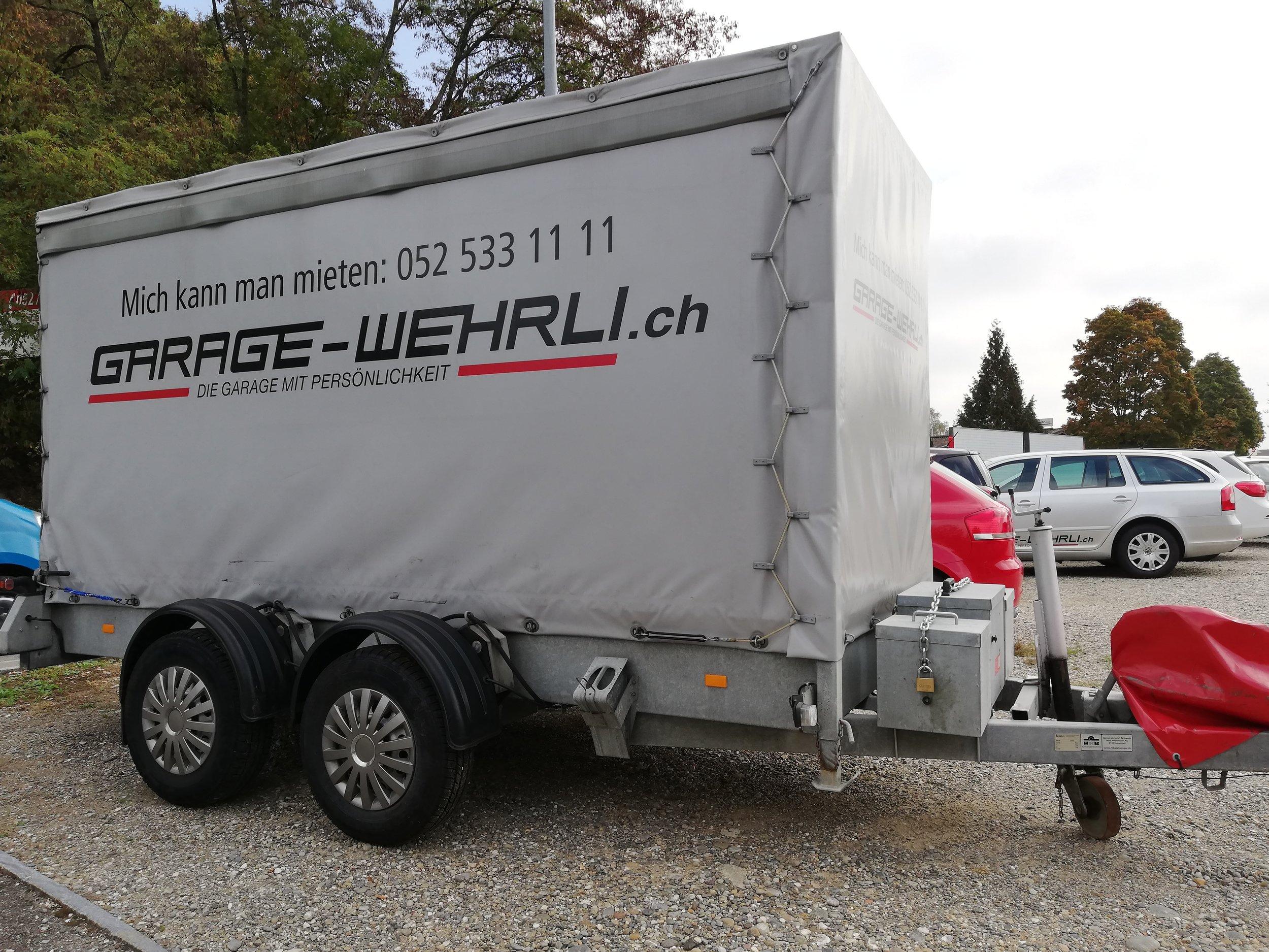 Anhänger gross 3.5t   -  ideal für Umzüge und Transport von grossen Gütern  -  Blachenanhänger  -  hydraulisch auf Boden Absenkbar  -  Leergewicht: ca. 800 kg, Zuladung: ca. 2700 kg  Fr. 90.- pro Tag