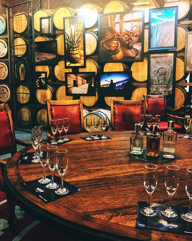🥃 The double barrel tasting room @herradurateq ...mi casa es su casa 💌 #anejo #reposado #tequila #jalisco #tastingroom #tequilaherradura #cheers