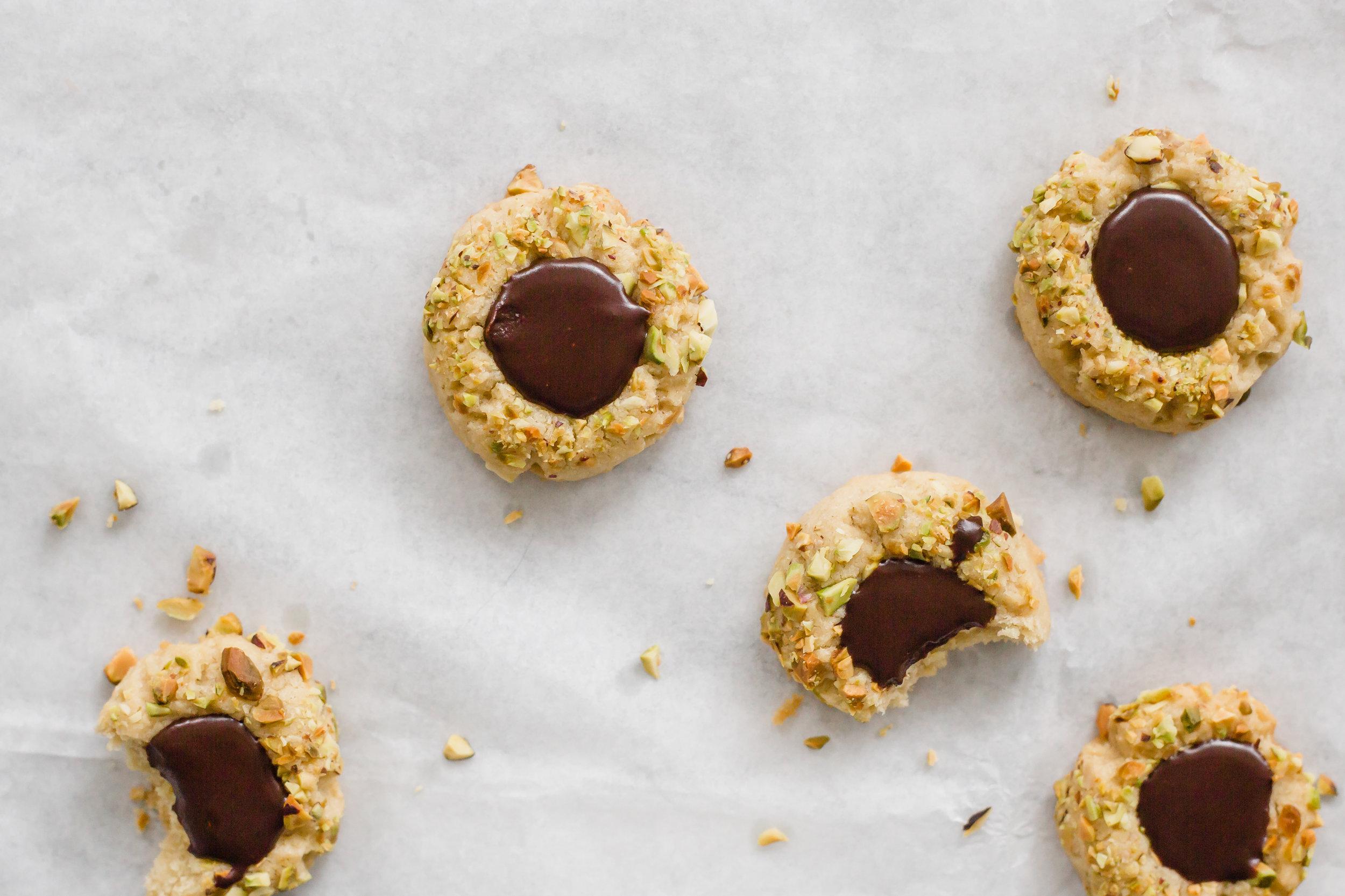 pistachio_chocolate_thumbprints-27.jpg