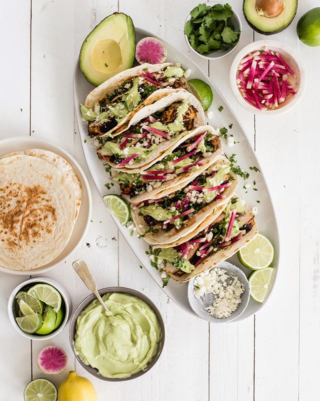 If you missed out on taco Tuesday it's perfectly acceptable to make up for it today 🌮😛 chili lime chicken tacos, recipe on @simplyorganicfoods