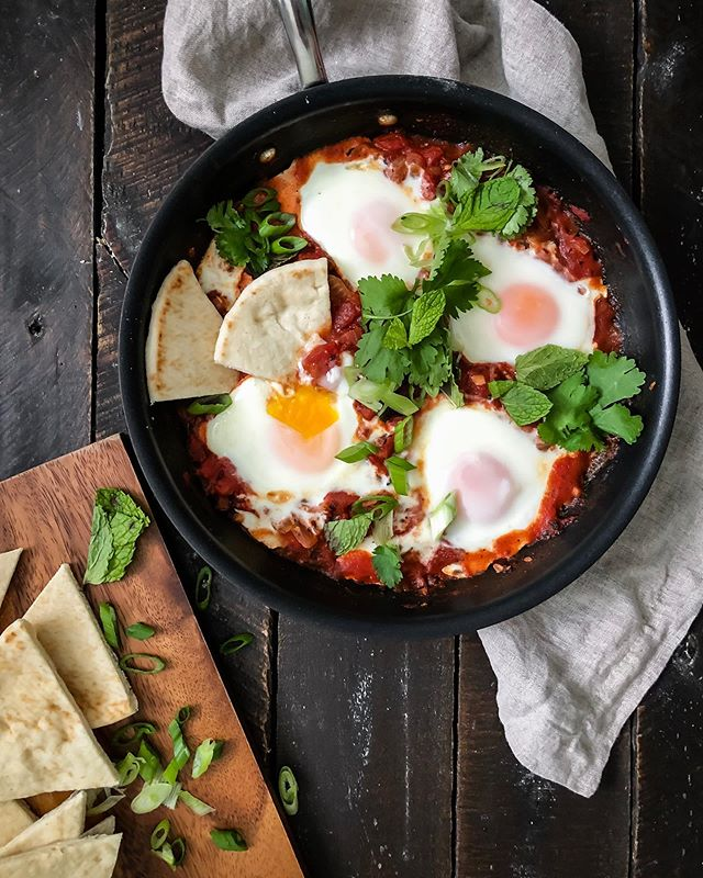 Shakshuka from the weekend - eggs baked in a flavorful tomato sauce with lots of fresh herbs piled on top 🍳🍅🌿 and of course pita bread for dipping! have a great week, friends!