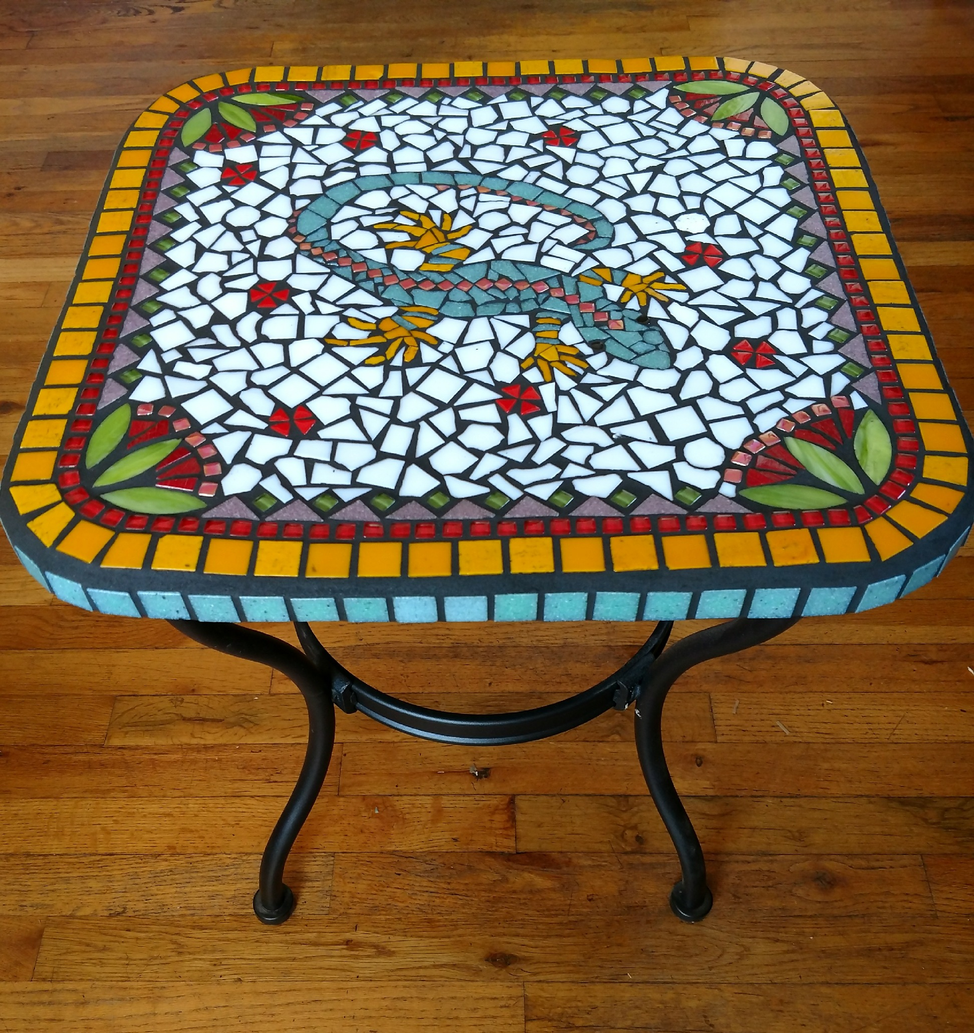 mosaic lizard table done.jpg