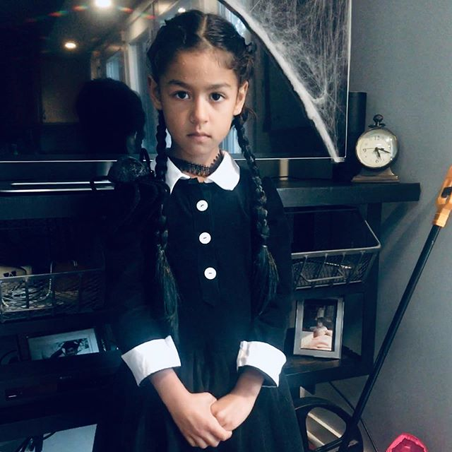 Wednesday Addams | pattern: @oliverands #jumpropedress with #librarydress sleeves in corduroy from @stonemountainfabric | #kidsewing #halloweencostume #handmadehalloween #psimadethis