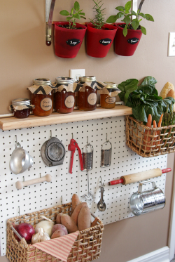 1426004330-pantry-food-tools-pegboard-de.png