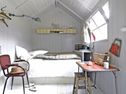 30-Small-Bedroom-Interior-Designs-Created-to-Enlargen-Your-Space-4.jpg