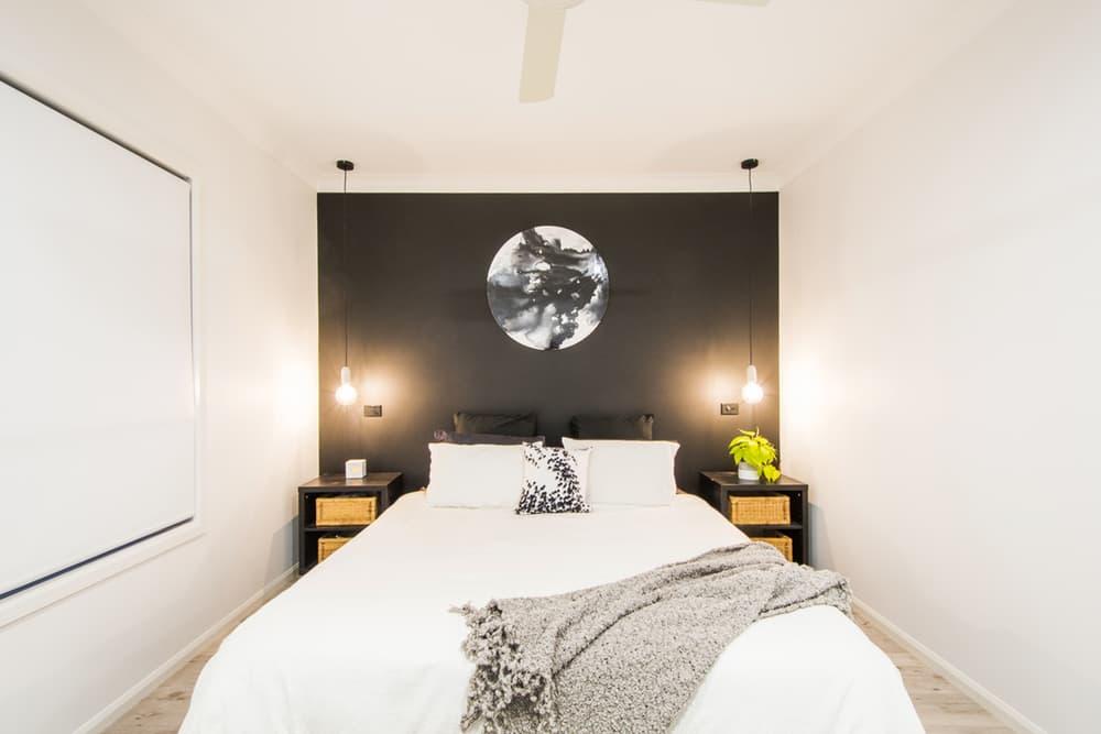 Black wall _bedroom
