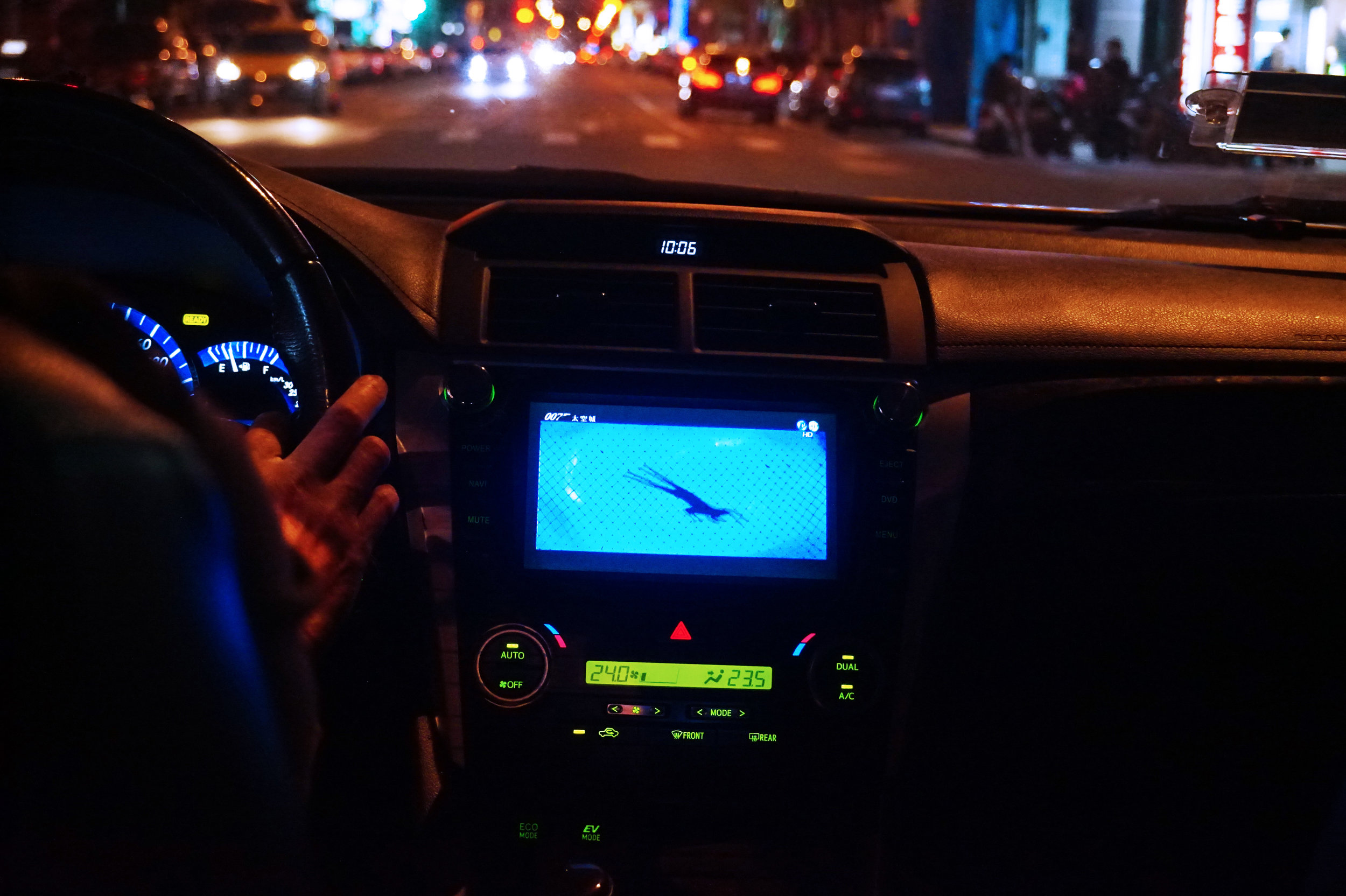 Our taxi driver was literally watching a James Bond movie while driving #safety