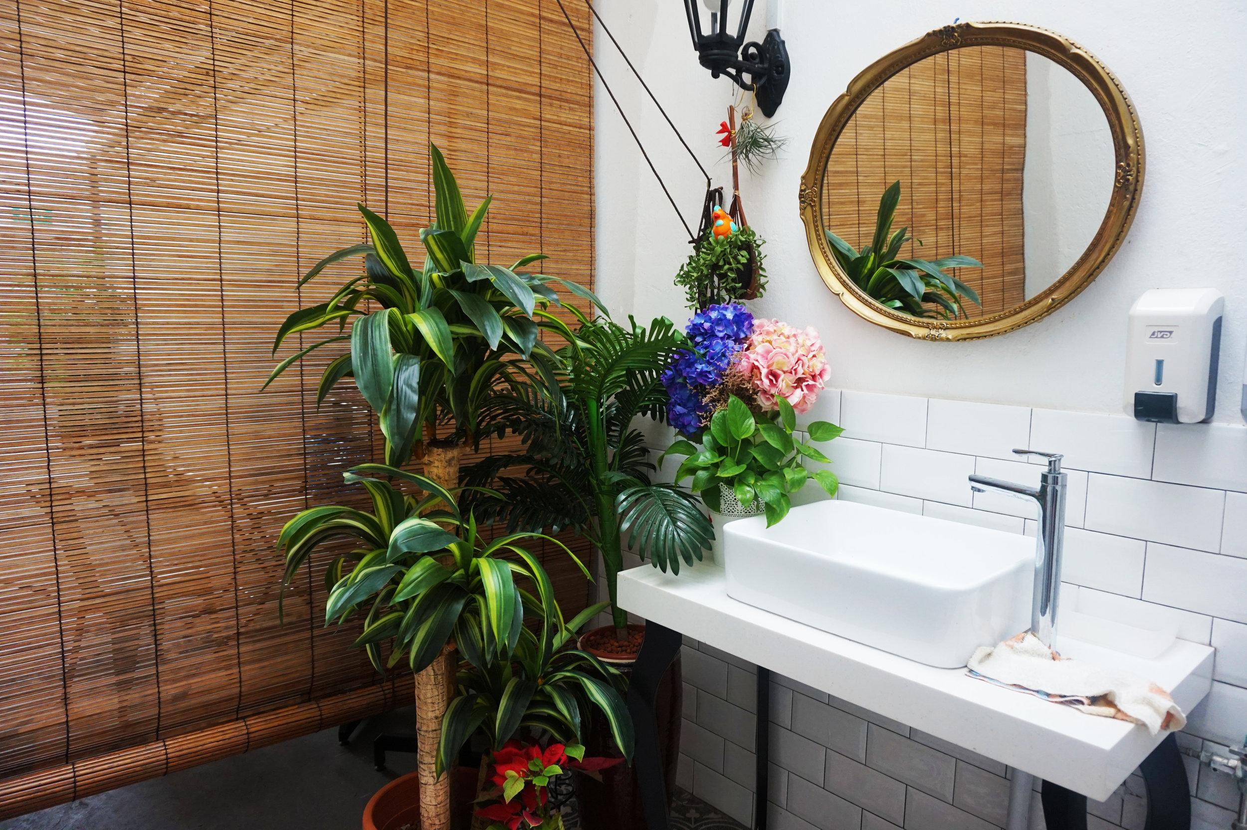 The cutest little bathroom decor